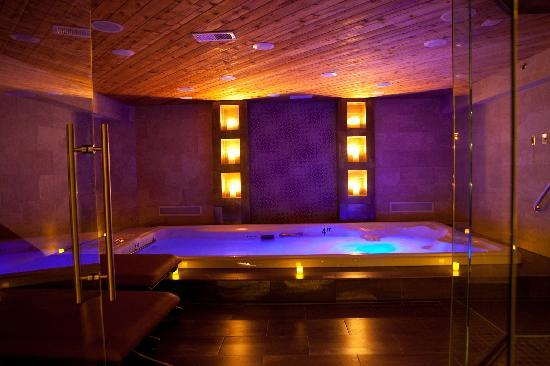 Champagne Lodge and Luxury Suites : Swim & Spa Suite