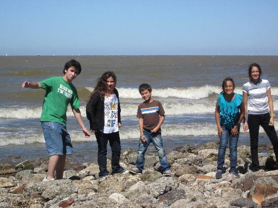 La Bicicleta Naranja Tours: buscando piedras para tirarlas al rio