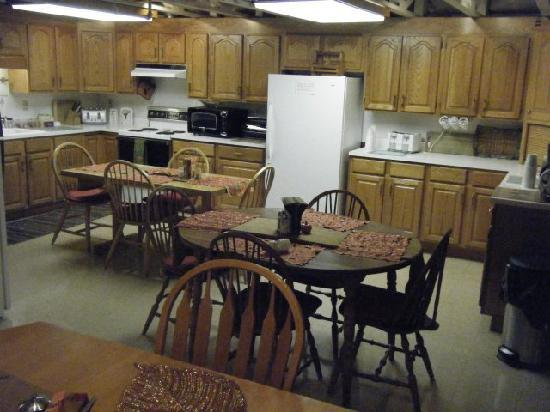 Westborough Inn: Breakfast Room and Kitchen