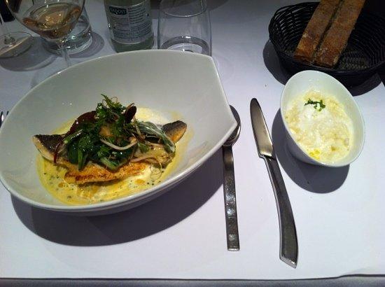 Restaurant L'Essentiel: Dorade avec les artichauts et risotto