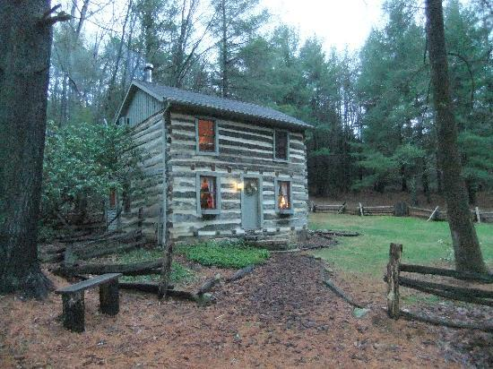 Montebello Camping and Fishing Resort: Picture of Cabin