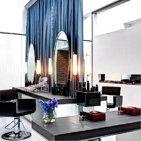 Charles Hotel: Corbu Salon