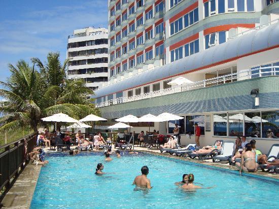 Vila Gale Salvador : piscina con vista al hotel