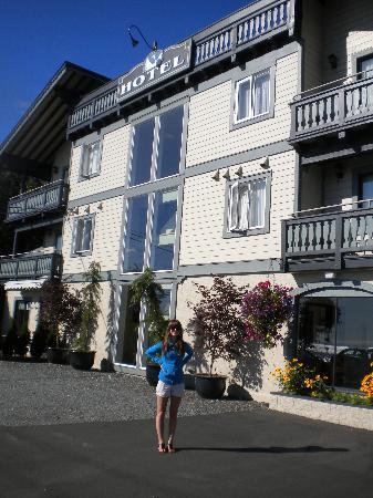 Heron's Landing Hotel: The hotel.