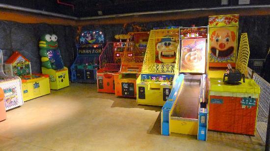 The Underground Amusement Centre: he Underground Amusement Centre(4)