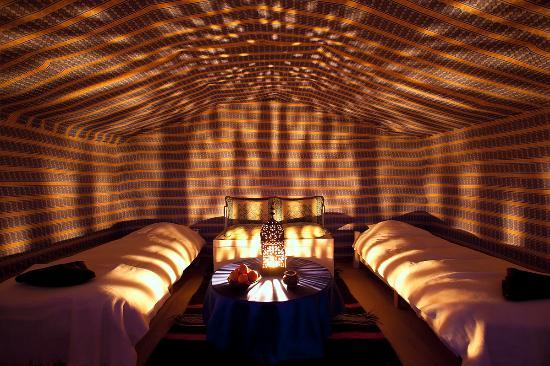 La Dune Blanche: The yellow / blue room (with moroccan lamp light atmosphere).