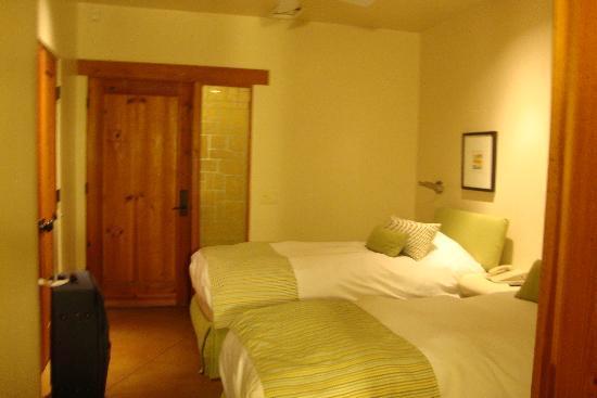 Embarc Palm Desert: la chambre d'invité avec douche immense