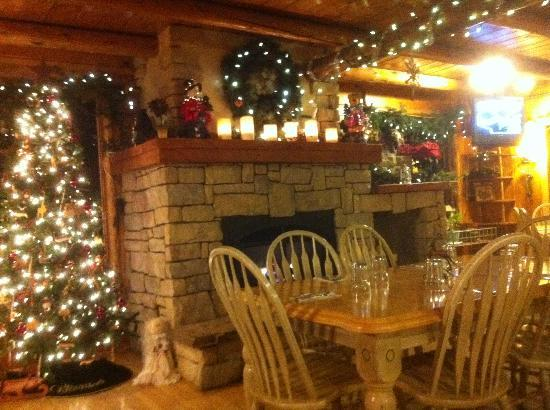 The Pines at Island Park: The lodge dining room
