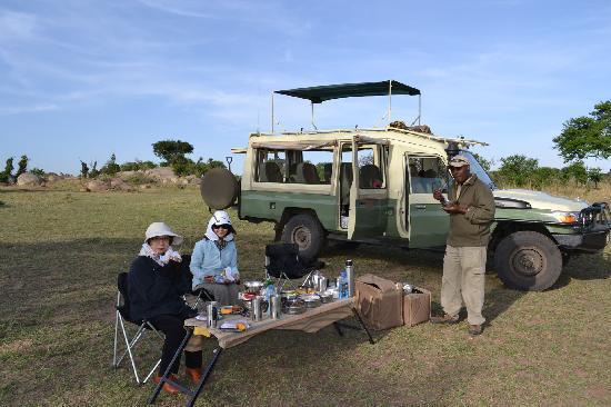 Lamai Serengeti, Nomad Tanzania: Breakfast in the bush