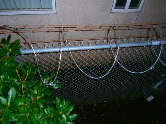 Travelodge Sea-Tac Airport North: barbed wire around the hotel - take that as a sign