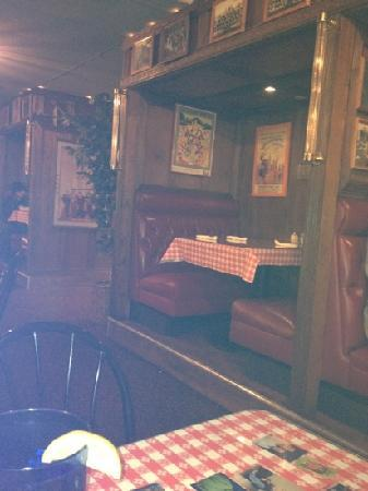 Michelena's Pizza & Italian Restaurant : cute family style diner but over priced