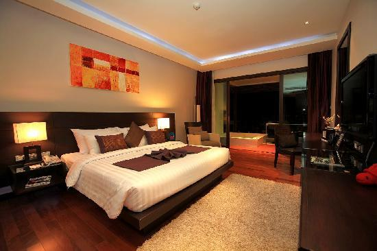 Wyndham Sea Pearl Resort Phuket: Deluxe room of 48 m2 with large Jacuzzi on the balcony