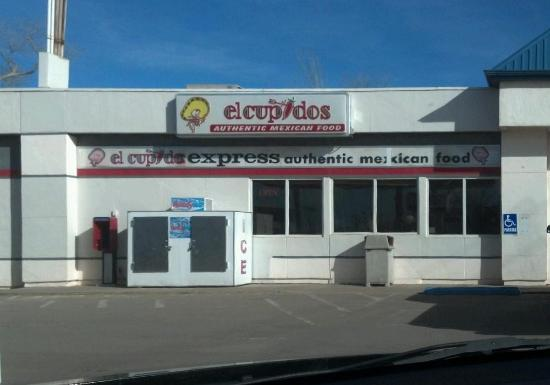 El Cupidos Express: Front of store, from the pumps.