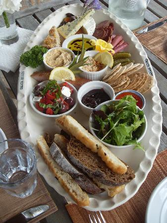 Omata Estate Vineyard : Lunch Platter for two people