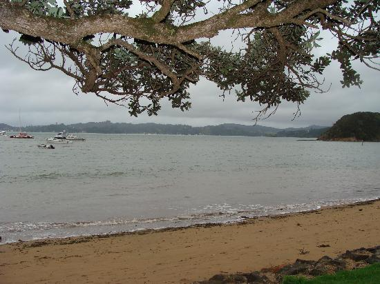 Ramada Suites Paihia: Just across the road from the beach