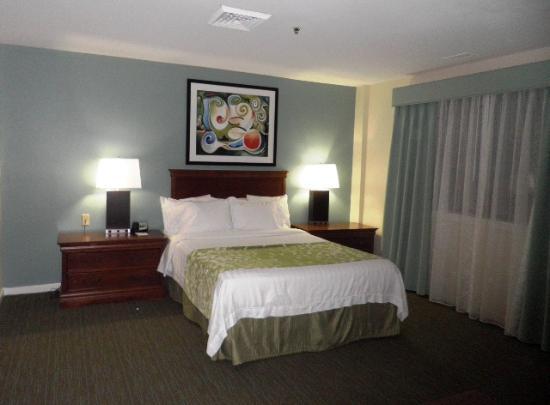 Residence Inn Herndon Reston : Bed