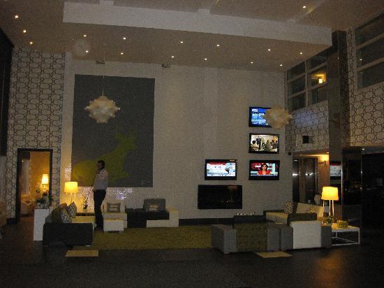 Sandman Hotel & Suites Calgary South : Lobby