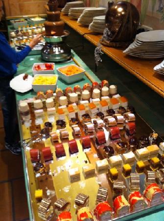 Leading Family Hotel & Resort Alpenrose: Desertbüffet mit Schokobrunnen