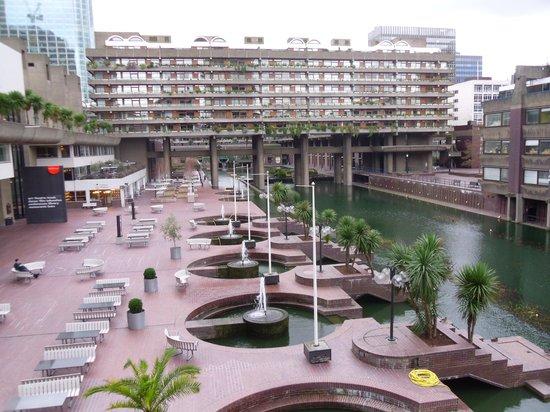 Barbican Centre garden - Picture of Green City Walks, London ...