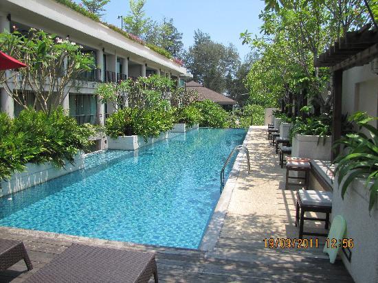 โรงแรมธารามันตรา ชะอำ: piscine inférieure