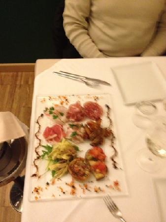 Cernusco sul Naviglio, Italy: Antipasto Porcaloca!sembra un quadro e' un peccato mangiarlo :-)