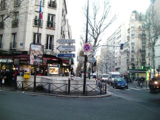 อาร์ต โฮเต็ล บาติยอล: ホテル至近の通りですが、ホテル前は狭い通りです
