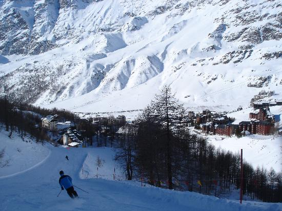Hotel Pollux : skiing down to town Klein Matterhorn