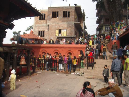 Manakamana Temple: The large  queue  which  take  about  4 to  5  hours  for  Devi  darshan