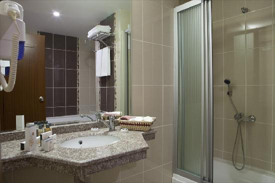 Atalay Hotel : bathroom
