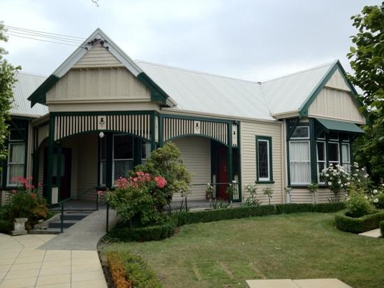 Belmont on Harewood: frontage