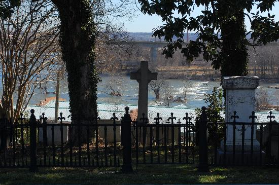View of James River from cemetery - Picture of Hollywood