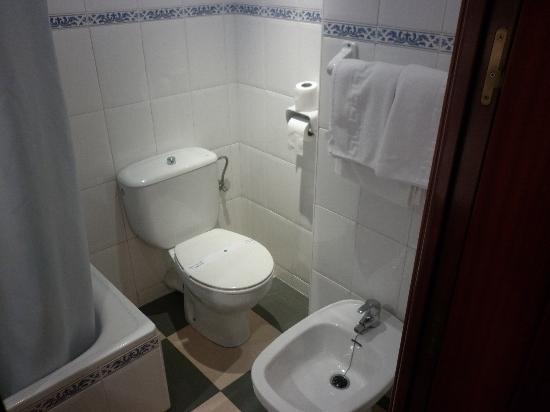 Las Americas: Bathroom