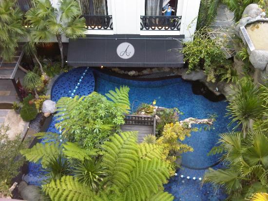 Amaroossa Bandung : wish to swim there... :(