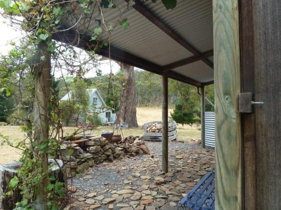 Heimat Chalets: BBQ Hut front verandha