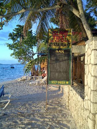 """Seven Mile Beach : Das """"Island Twist"""" direkt am Stand"""