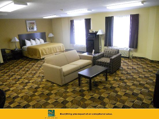 Quality Inn Brunswick Cleveland South: Spacious King Suite!