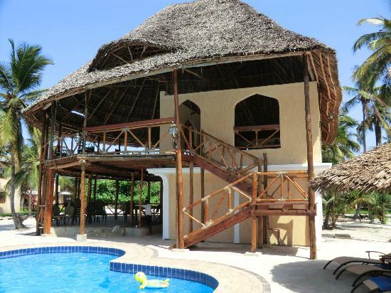 Utalii Beach Resort & Spa : poolbar