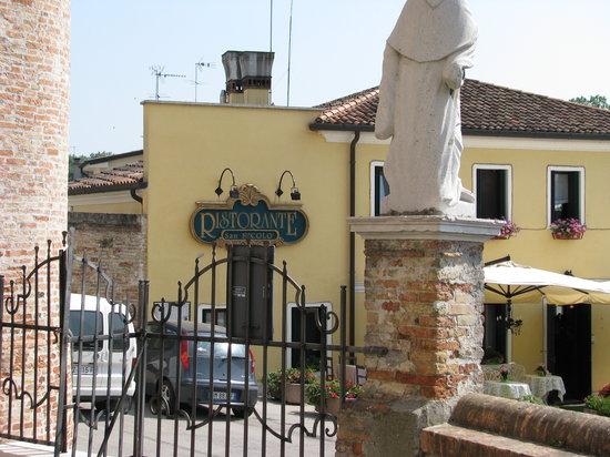 Casale sul Sile, Włochy: Vista dal cancello della chiesa di Casale