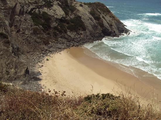 Odeceixe Beach: Cala contigua a la playa de Odeceixe a la que se accede desde ella.