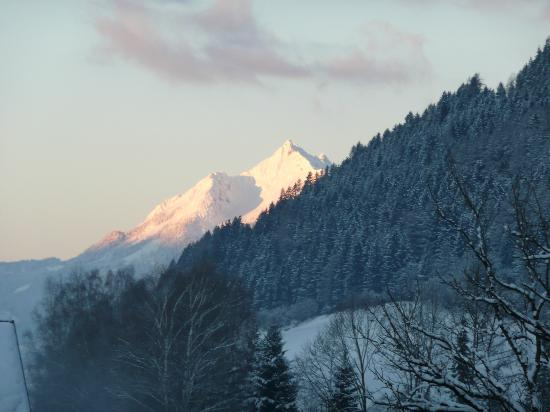 Kirchenwirt Pension : peaks in the morning sunshine, view from my window