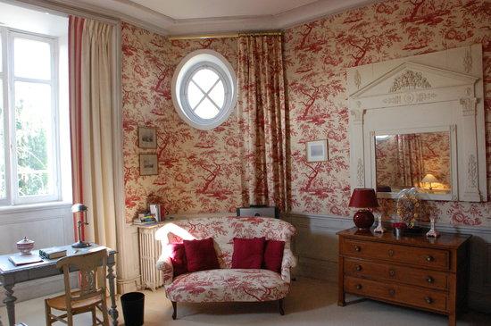 Chateau De Verrieres: coin salon chambre romantique