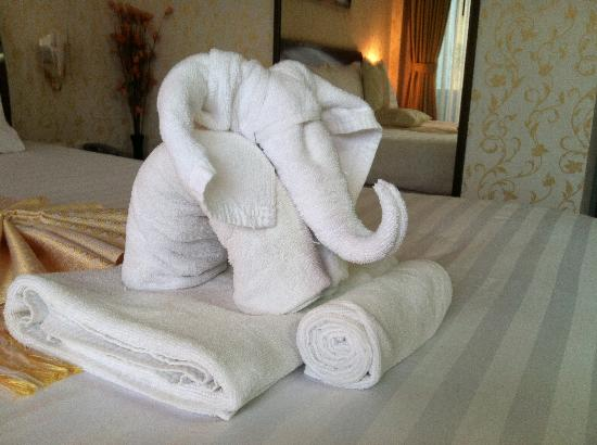Club One Seven Phuket: Nice touch towel arrangement on arrival Room 201
