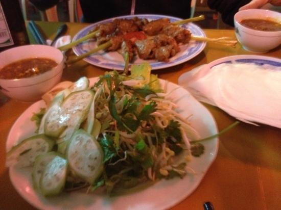 Khuyen Trang Cafe: delicious self rolled rolls!