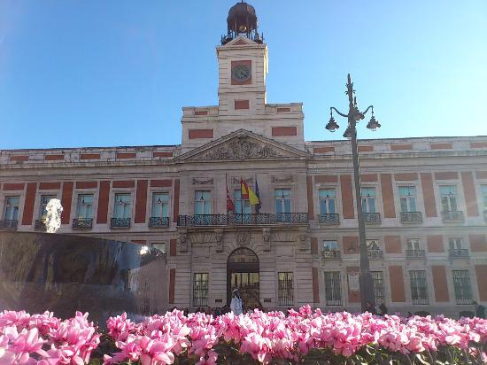 Casa de correos hoy presidencia de la comunidad picture for Puerta del sol hoy