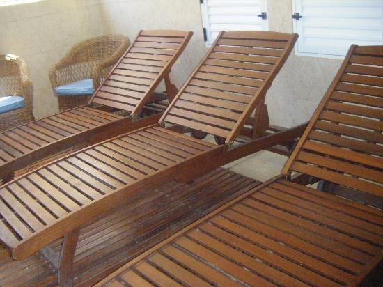 Hotel Chiavari: La sillas del la pileta de adentro