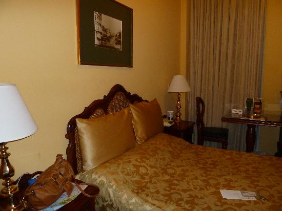Castlereagh Boutique Hotel: our room