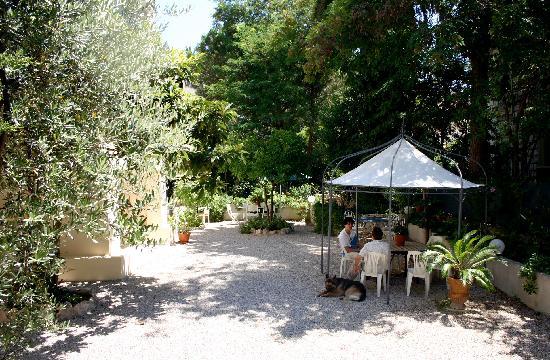 La Villa Léonie : Jardin