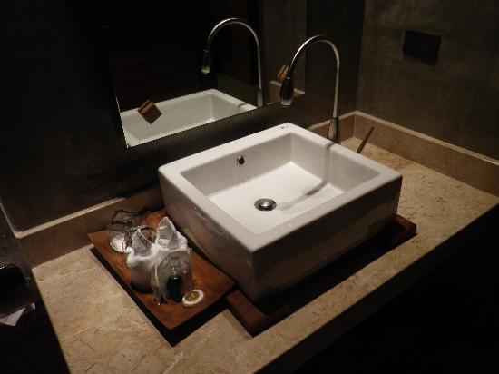 Baan Nueng Aree 5: 洗面台周りも清潔。歯ブラシはありませんでした。