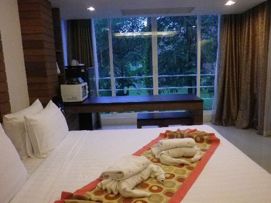 Baan Nueng Aree 5 : 窓も大きく開放感がある室内。