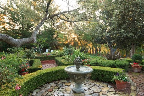 Old Monterey Inn: Stroll Through Our English Garden
